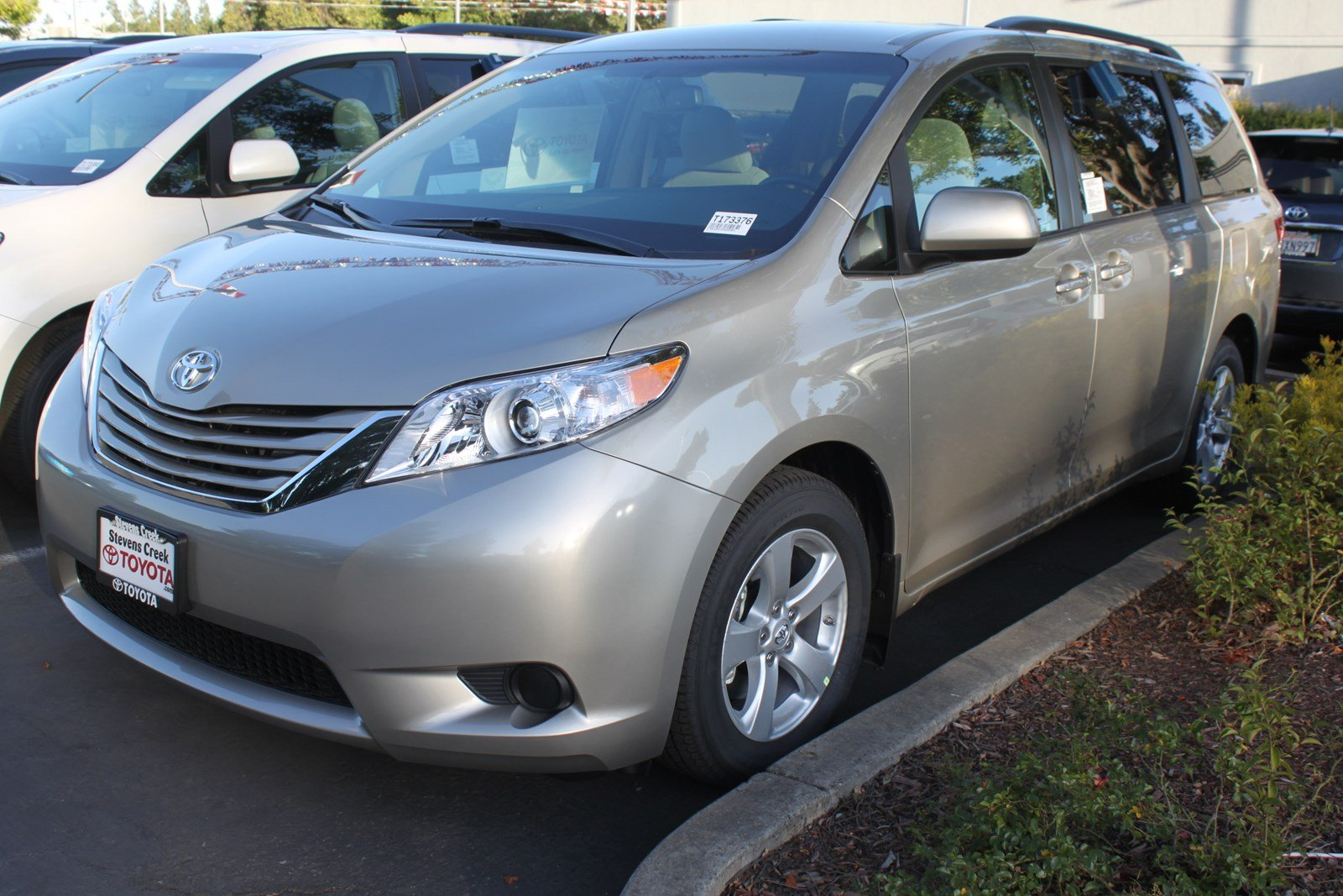 used toyota sienna vehicles for sale kelley blue book autos post. Black Bedroom Furniture Sets. Home Design Ideas